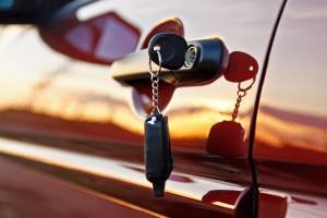 Usar auto propio o transporte privado, ¿qué es mejor?