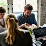 Empresas buscan mejorar experiencia profesional de sus empleados